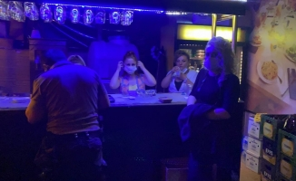 Bursa'da eğlence mekanına baskın: 17 kişiye 53 bin 550 TL ceza