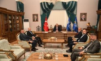 Bursaspor yönetimi Büyükşehir Belediye Başkanı Alinur Aktaş'ı ziyaret etti