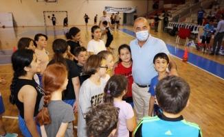Genç basketbolcuların formaları Türkyılmaz'dan