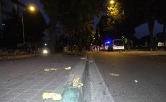 Hamur yüklü hafif ticari araç takla attı: 3 yaralı