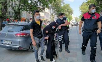 Polisten alkışlanacak hareket; yaralı kadın polis otosuyla evine bırakıldı