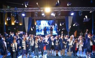Teknoloji Fen Koleji'nde görkemli mezuniyet