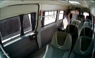 Bursa'da yolcu gibi bindiği minibüste böyle hırsızlık yaptı
