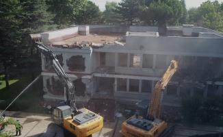 BUSKİ yerleşkesindeki riskli bina yıkıldı