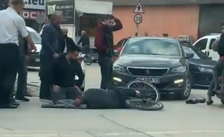 Otomobil ile bisiklet çarpıştı