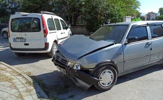İnegöl'de otomobil ile hafif ticari araç çarpıştı