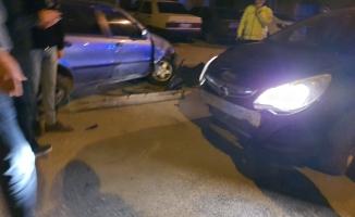 Alkollü sürücünün kazası araç kamerasına yansıdı