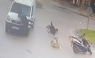 Hafif ticari araç ile çarpışan motosikletteki 2 kişi böyle havalandı