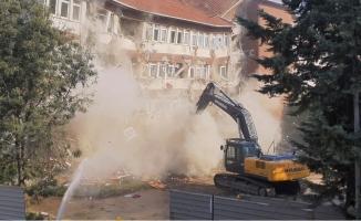 Kaymakamlık binası yıkılıyor
