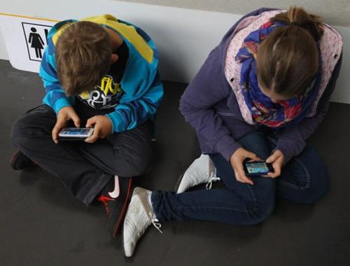 Çocuğunuzun elinden akıllı telefonu alırsanız ne olur?