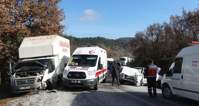 Kütahya Domaniç'te trafik kazası: 4 yaralı