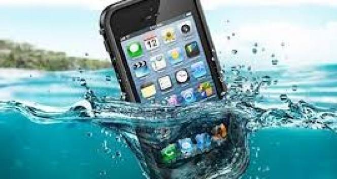 Telefon suya düşünce neler yapmalı? |Suya düşen telefon nasıl kurtarılır?