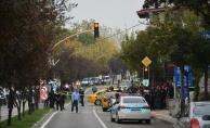 Polis motosikleti taksi ile çarpıştı: 3 yaralı