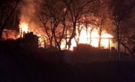 Dağ yolunda yangın: Ağaç ev kül oldu