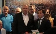 Bursaspor'da Başkan Mesut Mestan ve yeni yönetim mazbatasını aldı