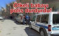 Öfkeli babayı polis durdurdu!