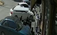 İnegöl'de altın çalan 3 kadın hırsız kamerada