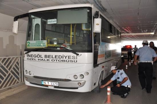 Toplu Taşıma Aracı Alt Geçide Takıldı