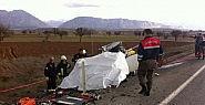 Araç hurdaya döndü: 2 ölü