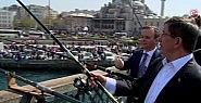 Başbakan halkın arasında: Balık tuttu,