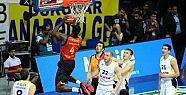 Fenerbahçe, Galatasaray'ı yenerek yarı