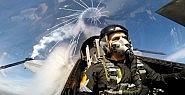 Hava Kuvvetleri Komutanı Bizzat Kendi Uçarak