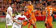 Hollanda'ya ilk yarıda şok