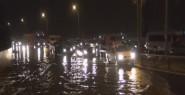 İzmir'de Yağmur Su Baskınlarına Yol...