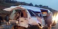 Kamyon Yolcu Minibüsüne çarptı: 3 ölü,...