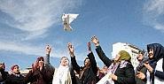 Kürt ve Türk anneler barışa güvercin