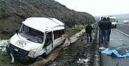 Minibüs şarampole devrildi: 1 ölü, 14