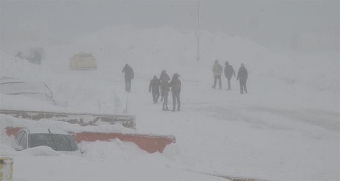 Uludağ'da kar fırtınası ve yoğun sis