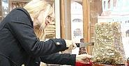 Ünlü Oyuncu Malatya'da Kayısı Döneri
