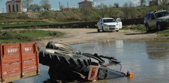 Traktör nehre düştü!