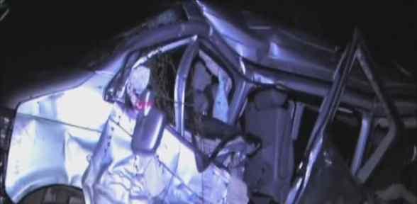 Tren Minibüse çarptı: 1 ölü, 2 Yaralı