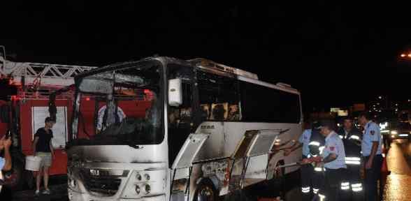 Tur Otobüsü Yandı, Turistler Ucuz Kurtuldu