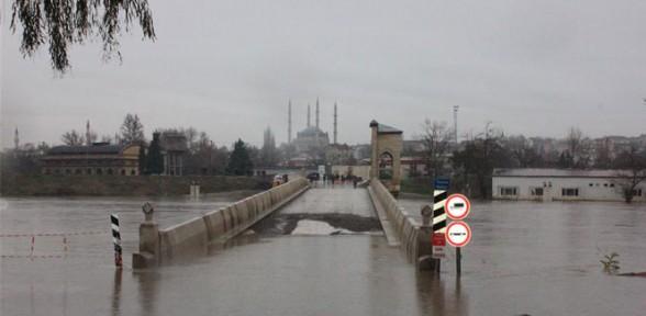 Türk Kızılayı Edirne'deki sele hazır