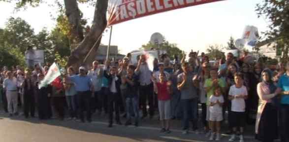 Vatandaş Erdoğan'ın Evinin önünde Toplandı