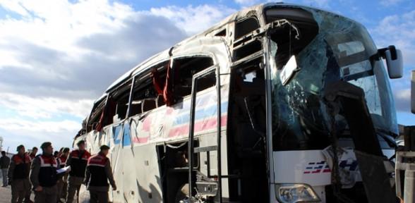 Yolcu Otobüsü şarampole Devrildi:1 ölü, 29 Yaralı