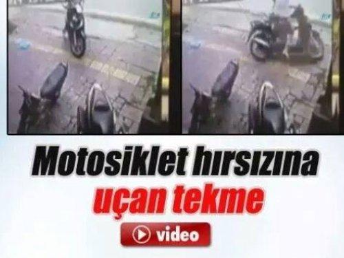 Motosiklet hırsızına uçan tekme!